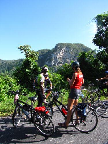 Descubriendo Cuba en bicicleta. Foto Isi Juvé