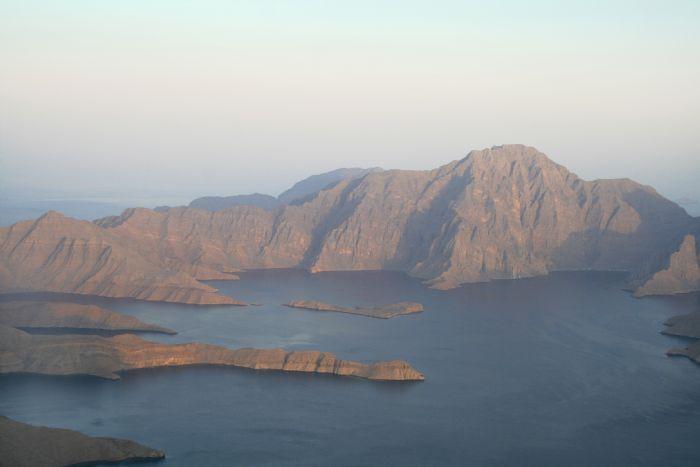 Navegando en kayak por los fiordos de Omán