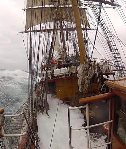 <div>Manel Rius nos cuenta e imágenes su viaja a la Antártida en el bergantín Europa. &nbsp;A bordo la ... <br> <a class='vermellteula'>Seguir leyendo >>></a>