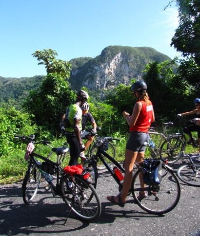 ¿Que es viajar en bici? </p>La bicicleta es una forma de viajar lento, que permite ver, oler y oír todo lo ... <br> <a class=&acutevermellteula&acute>Seguir leyendo >>></a>