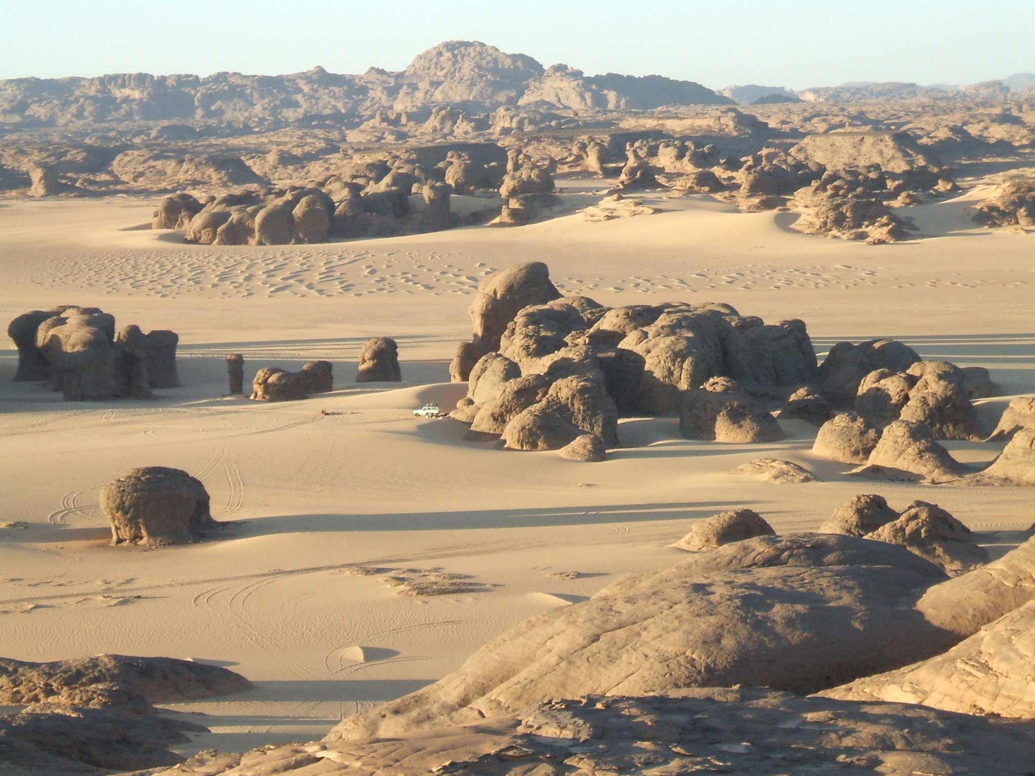 Campo de batalla en Argelia Viajes_a_argelia_1