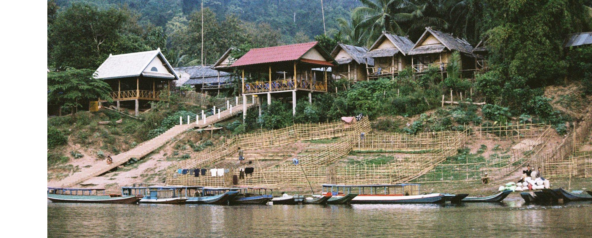 LAOS. Tribus del norte, navegación por el Nam Ou y el sur