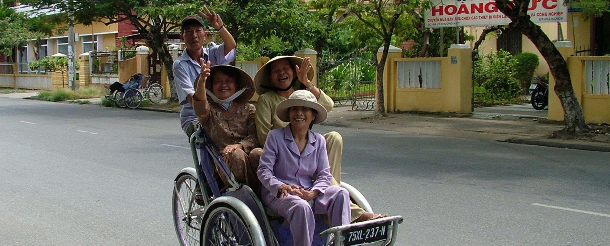 VIETNAM. Poblados del norte, Halong Bay y Delta del Mekong