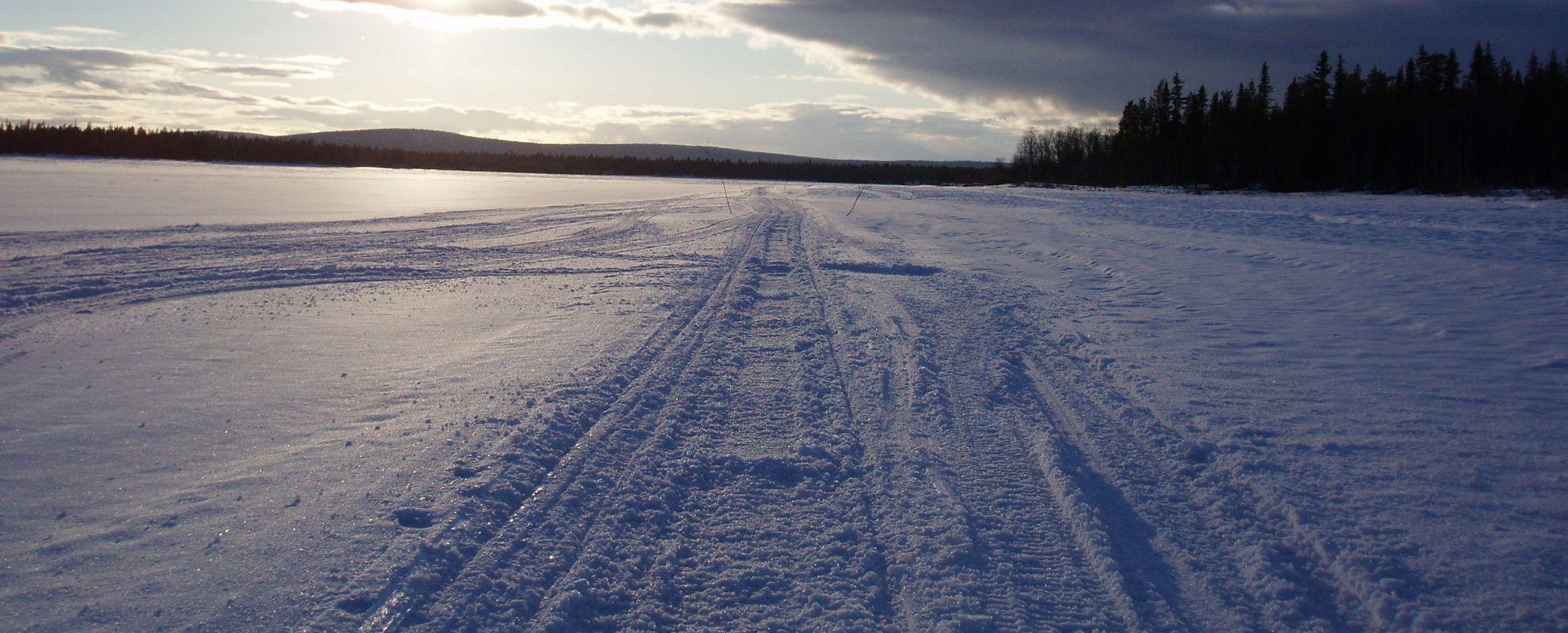FINLANDIA. Travesía en esquí de fondo por la frontera Rusa